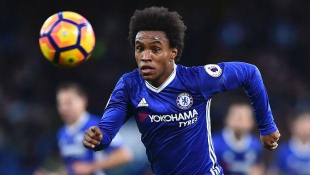 Chelsea's Brazilian midfielder Willian chases the ball