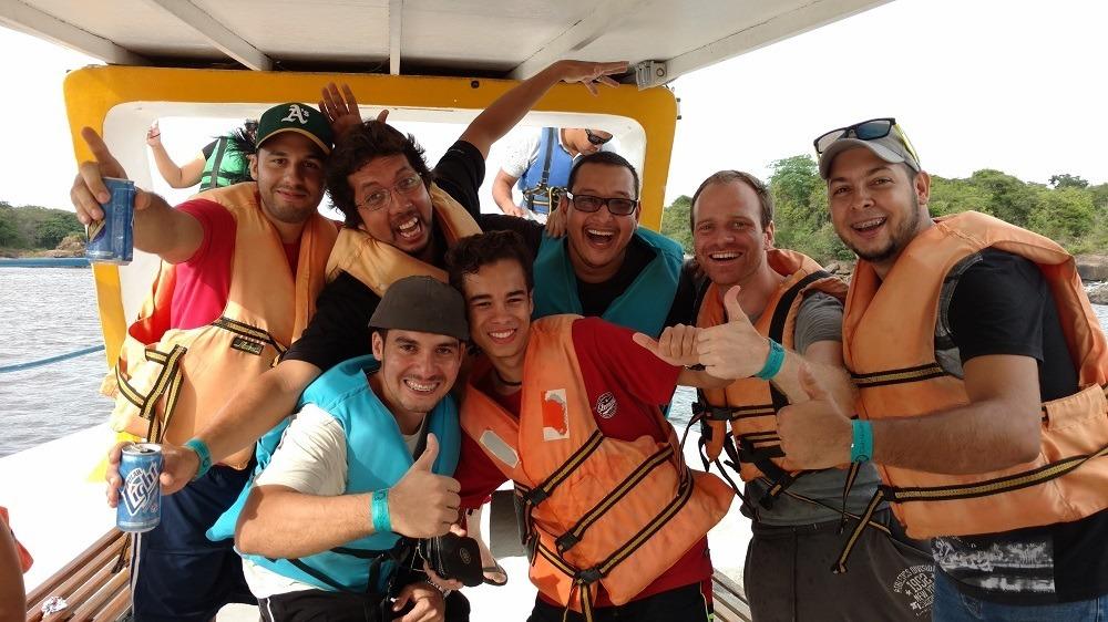 Felix Weis con un grupo de amigos venezolanos
