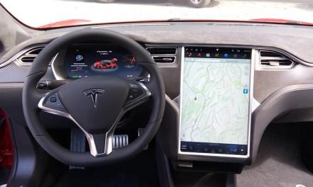 Carro Tesla paga peaje a través de contrato inteligente en Ethereum
