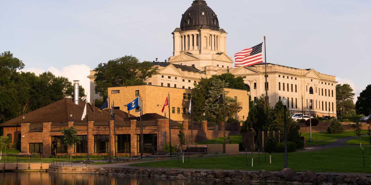 Dakota del Norte avanza en regular transferencias de dinero con criptomonedas