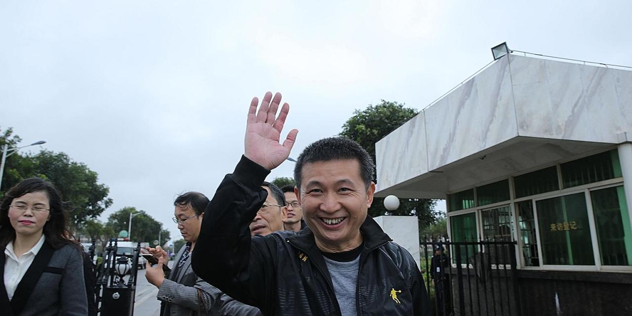 Hombre liberado de cadena perpetua en China pierde fortuna tras invertir en OneCoin