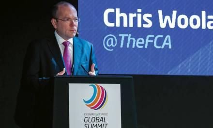 Director de la autoridad financiera británica advierte riesgos en comercio de bitcoins