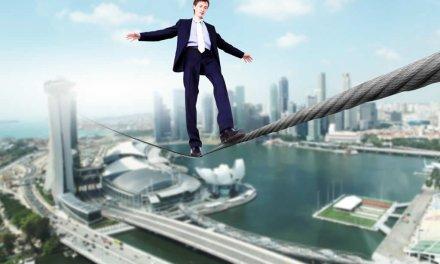 En la cuerda floja: Las ICO superan el billón de dólares este año bajo la lupa de reguladores