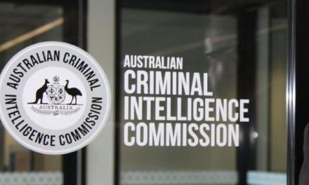 Comisión de Inteligencia Criminal Australiana señala a Bitcoin como tecnología clave para facilitar el crimen organizado