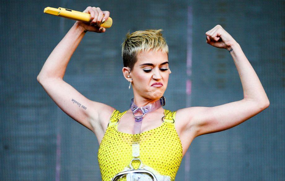 Cantante Katy Perry busca opinión sobre criptomonedas de experto inversionista