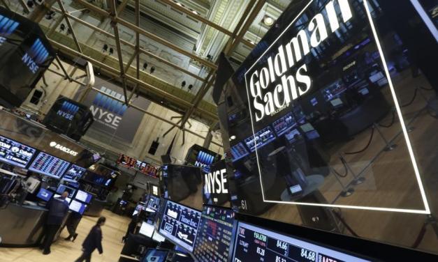 Goldman Sachs planea mediar operaciones de futuros de bitcoins apenas circulen