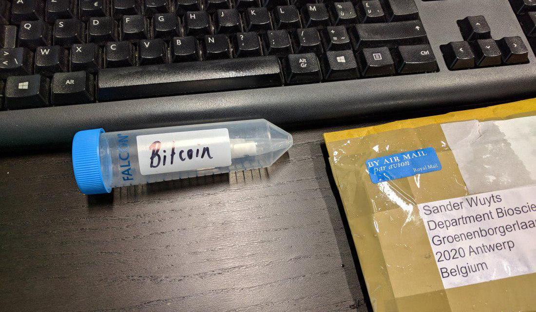 Del tubo de ensayo al monedero: microbiólogo extrae 1 bitcoin de muestra de ADN