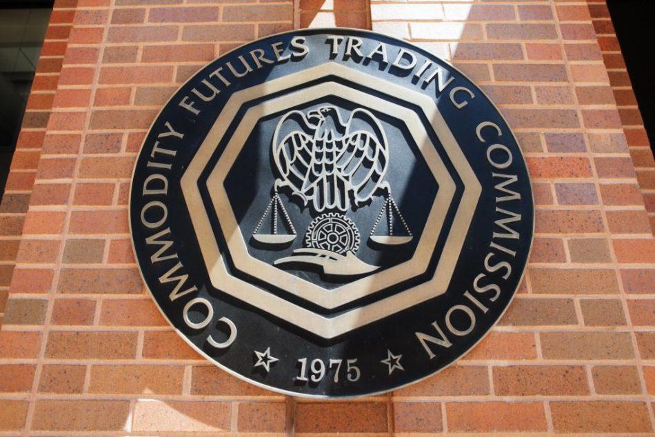 Comisión de Comercio de Futuros estadounidense alerta sobre esquemas fraudulentos con criptomonedas