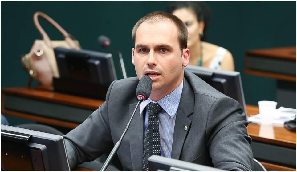 Político brasileño se muestra a favor de las criptomonedas a través de facebook