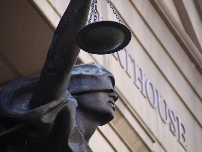 Reguladores estadounidenses enfatizan que la vaguedad de las leyes sobre criptoactivos no justifica fraudes