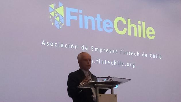 """""""Que no se regule lo que no se conoce"""" pide FinteChile ante cierre de cuentas bancarias a casas de cambio"""