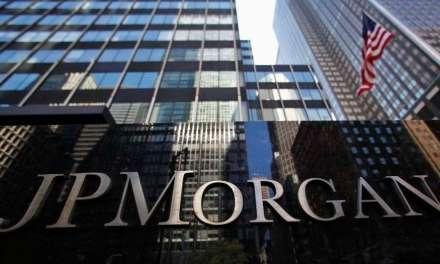 Demandan a JP Morgan por cobro inesperado de comisiones en transacciones de criptomonedas