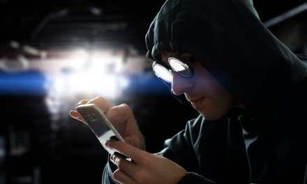 Detienen en California a estudiante que robó $5 millones en criptomonedas hackeando celulares