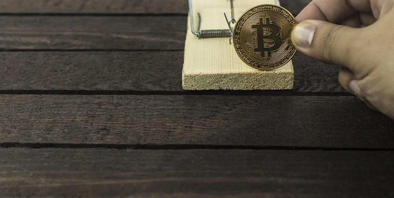 Rata inflable alusiva a Bitcoin extiende sus garras frente a la Reserva Federal de Nueva York