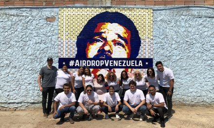 Revelan mural sobre Maduro para campaña de criptodonaciones a venezolanos