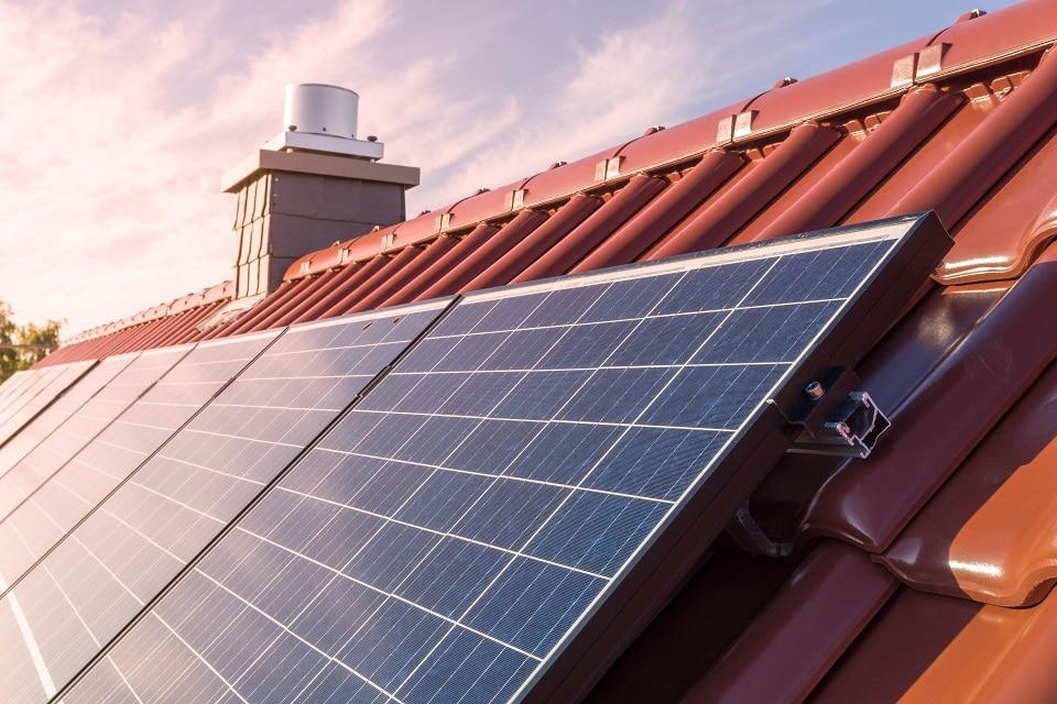Usuario sueco reduce 75% costos de minería con paneles solares
