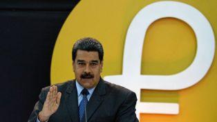 Nicolás Maduro anuncia una bonificación de un petro convertible para los médicos venezolanos y promete una nueva ofensiva con la moneda digital
