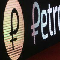 En Venezuela, 200 estaciones de servicio estarán habilitadas para vender gasolina en dólares y petros, según anuncios de Maduro