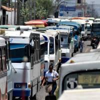 Transportistas en Venezuela buscan anclar el precio del pasaje a la moneda digital Petro