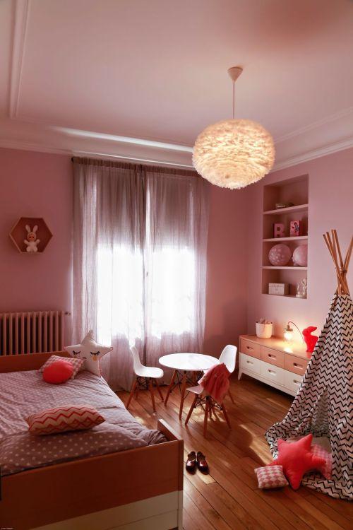 chambre-rose-blanc-et-bois_5599007