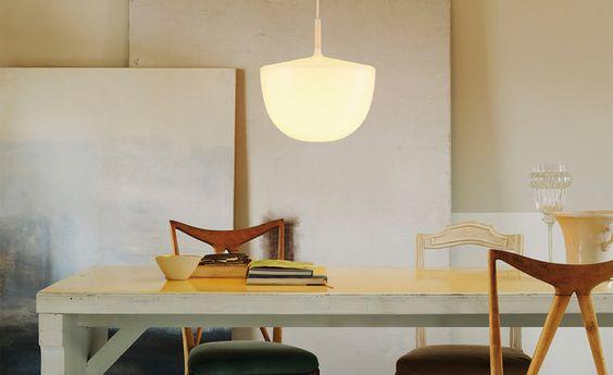 Piccoli problemi quotidiani: accendiamo la luce sul tavolo ...