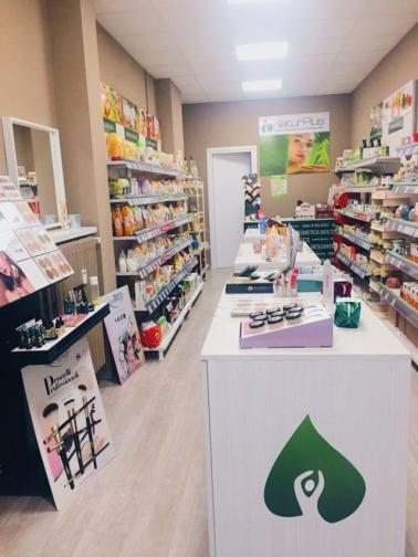 Interno del negozio Naturplus di Torino Via San Secondo 17/G