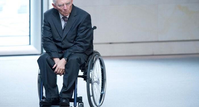 """ARCHIV- Bundesfinanzminister Wolfgang Schäuble (CDU) kommt am 25.04.2013 in den Bundestag in Berlin. Foto: Maurizio Gambarini/dpa (zu dpa:""""Letzte Lösung Behinderten-Quote? Politik fernab der UN-Konvention"""" vom 28.07.2013) +++(c) dpa - Bildfunk+++"""