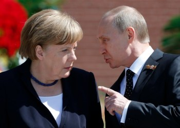 File photo of Russian President Vladimir Putin speaking with German Chancellor Angela Merkel at the Tomb of the Unknown Soldier by the Kremlin walls in Moscow, Russia, May 10, 2015. Moscow's meddling in an alleged rape case involving a German-Russian girl here has heightened concerns in Berlin that Russia is trying to stir up trouble in Germany, with a view to weakening Chancellor Angela Merkel.  REUTERS/Maxim Shemetov/Files  - RTX24XXM