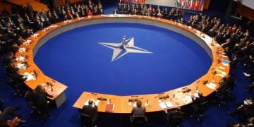 Η Ρωσία βάζει την ένταξη της Β. Μακεδονίας στο NATO στην ατζέντα Δένδια-Λαβρόφ 1