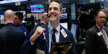 (EPA/Newscom)  A trader reacts at the Closing Bell as the Dow Jones Industrial Average (DJIA) closes above 20,000 on the floor of the New York Stock Exchange (NYSE) in New York, New York, USA, 25 January 2017. The Dow Jones Industrial Average (DJIA) closed over the 20,000 mark for the first time.