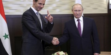 Russian President Vladimir Putin (R) meets with Syrian President Bashar al-Assad in the Black Sea resort of Sochi, Russia November 20, 2017. Sputnik/Mikhail Klimentyev/Kremlin via REUTERS