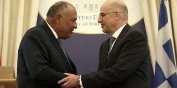 Σειρήνες στο Αιγαίο: Στρατιωτικό συμβούλιο στο ΓΕΕΘΑ, ΚΥΣΕΑ στο Μαξίμου 28