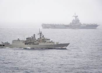 Le bâtiments grecque Hellenic Shipyards (HS) Spetsai, lors de son déploiement dans le groupe aéronaval (GAN) constitué autour du porte-avions Charles de Gaulle. lundi 27 janvier 2020, en mer Méditerranée.Le Contre-Amiral (CA) Marc Aussedat, Commandant de la force aéromaritime de Réaction Rapide  (COMFRMARFOR) et commandant la Task Force 473 (CTF473), effectue une visite sur la frégate grecque Hellenic Shipyards (HS) Spetsai, faisant partie du groupe aéronaval (GAN). Le vendredi 24 janvier 2020, en Mer Méditerranée. Le groupe aéronaval (GAN) constitué autour du porte-avions Charles de Gaulleest déployé en mer Méditerranée centrale et orientale, puis en Atlantique et mer du Nord de janvier à avril 2020 dans le cadre de la mission Foch. Le GAN est constitué en Task Force 473 (TF 473), placée sous le commandement du contre-amiral (CA) Marc Aussedat. Baptisé Fochce déploiement opérationnel de la TF 473 inclut une participation à l'opération Inherent Resolve / Chammal en Méditerranée. A l'occasion de son passage en Atlantique, il participe à plusieurs entraînements de grande envergure en interaction avec d'autres groupes aéronavals alliés. Cette mission marque l'engagement de la France au profit de la sécurité de l'Europe et de la stabilité de ses approches, en déployant dans ces eaux stratégiques une force navale combinant des capacités interarmées et interalliés de surveillance, de protection, de projection et d'intervention.