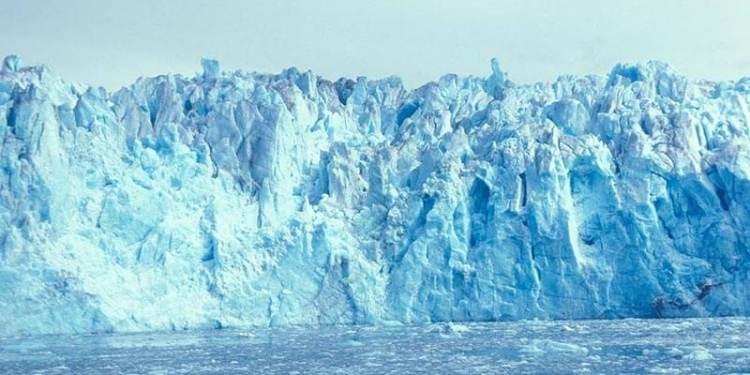 Landsat: Παγετώνας που λιώνει γεμίζει λίμνη της Αλάσκα