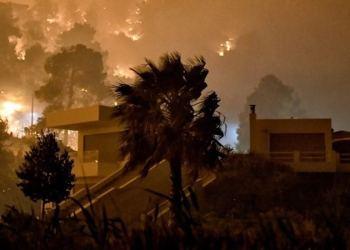 Καστροφή στον Σχίνο: Ανεξέλεγκτη η φωτιά. -Μπάχαλο Πυροσβεστική και Πολιτική Προστασία