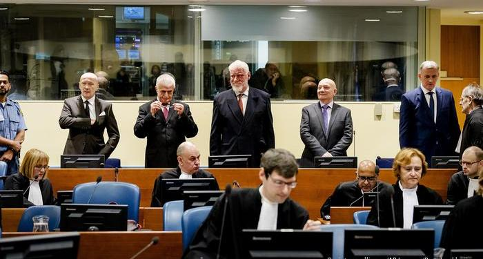 Aυλαία έριξε από την 1η Ιουλίου και έπειτα από 28 χρόνια το Διεθνές Ποινικό Δικαστήριο για την πρώην Γιουγκοσλαβία, το οποίο έκδωσε την τελευταία του απόφαση, καταδικάζοντας με δωδεκαετή κάθειρξη τους πρώην επικεφαλής της Υπηρεσίας Πληροφοριών της Σερβίας, Γιόβιτσα Στάνισιτς και Φράνκο Σιμάτοβιτ