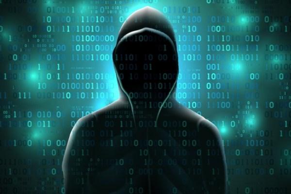 Ce este un hăcuitor (engl. hacker)?