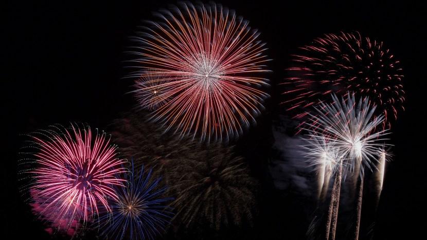 Am aruncat artificii și o doamnă jandarm a spus că nu am voie deloc