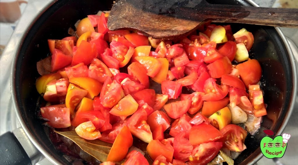 Now put all the tomatoes in a frying pan and stir well for 5-8 minutes. [Add 2 pinch of salt to fast frying.]