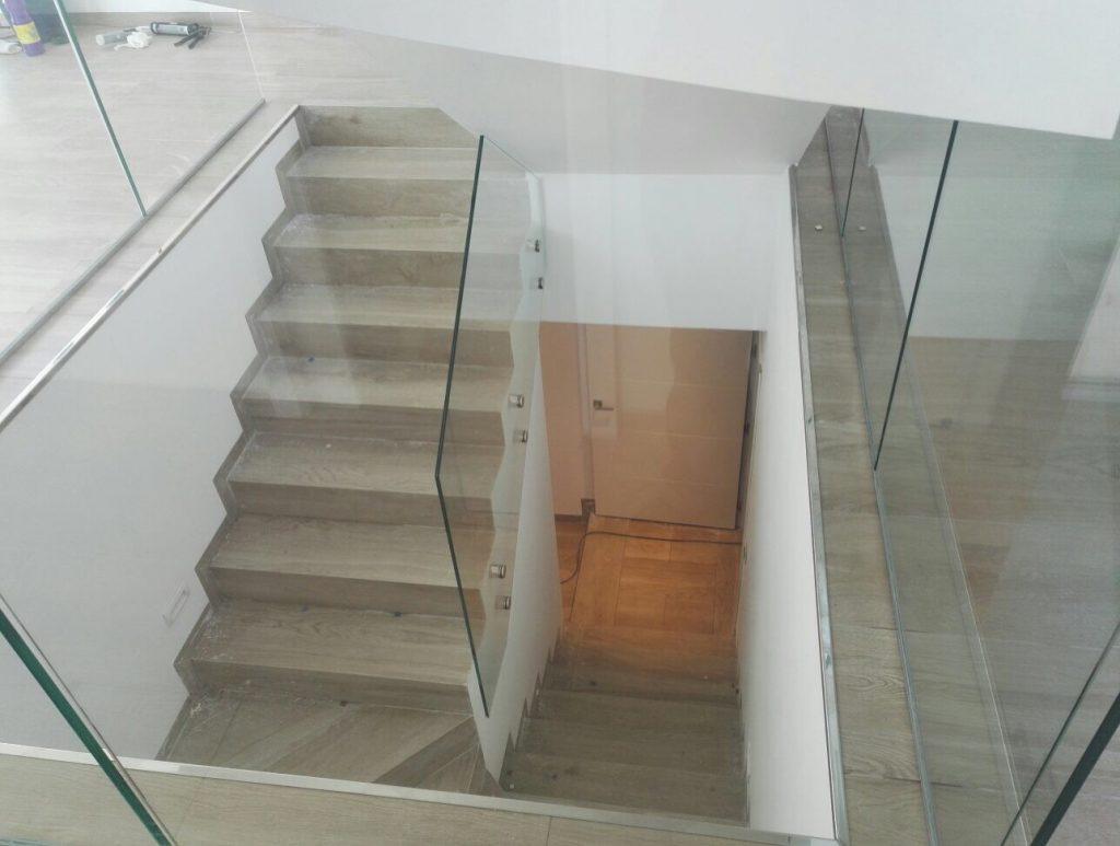 Barandilla y escalera interior en vivienda unifamiliar aloha marbella cristaler as erausquin - Barandilla escalera interior ...