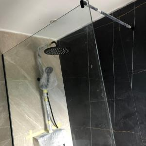 Mamparas de ducha en Guadalmina Marbella detalle