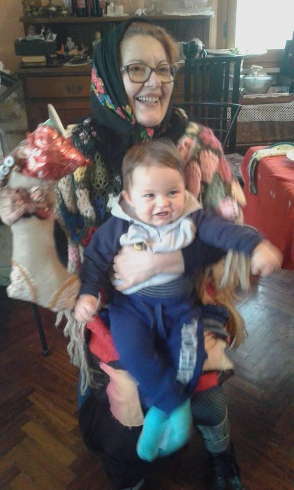 Nonna Cristella in abito da Befana (6 gennaio 2016) col piccolo Federico