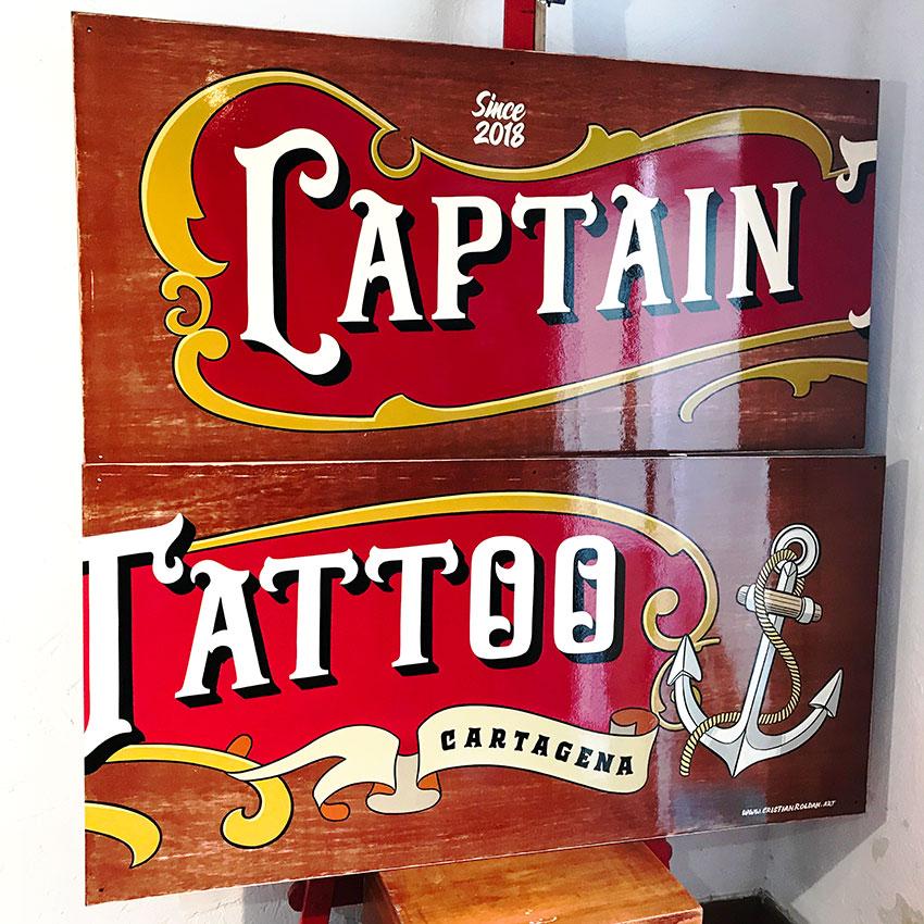 Rotulo-pintado-a-mano-sobre-madera-tattoo-studio-cartagena