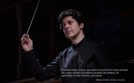 MUSIC DIRECTOR Cristóbal Soler director de orquesta