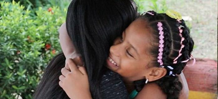 """Lilly Goodman viaja a Colombia para conocer niña del vídeo viral del tema """"Iglesia"""""""