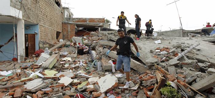 Se unen en oración por Ecuador tras terremoto que dejó cientos de muertos