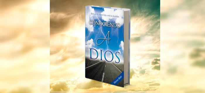 """Hector Bido regala su libro """"Conociendo a Dios"""""""