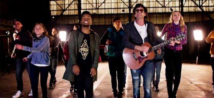 Redimi2 feat. Ulises de Rescate – Tus pasos (Vídeo Oficial)