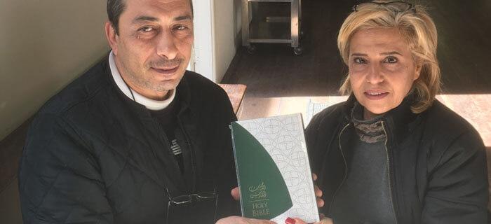 Familia escapa del Estado Islámico tras leer Biblia por casi 10 horas