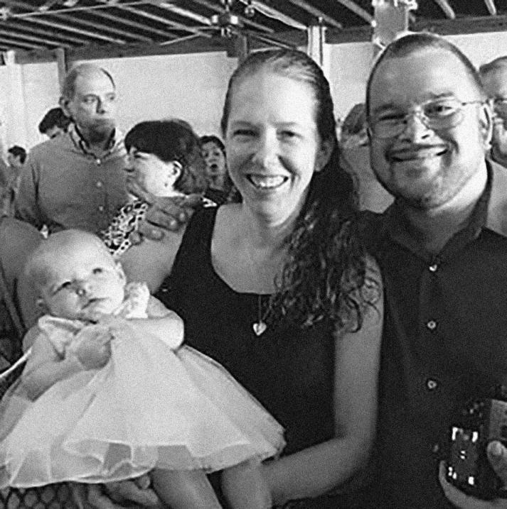 Marc Daniel Holcombe, de 36 años y su hija Noah, de 1 año